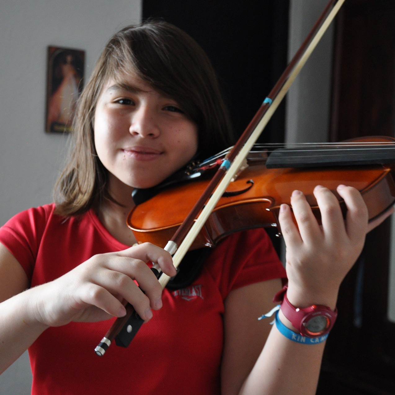 Escena de clases de música para niños