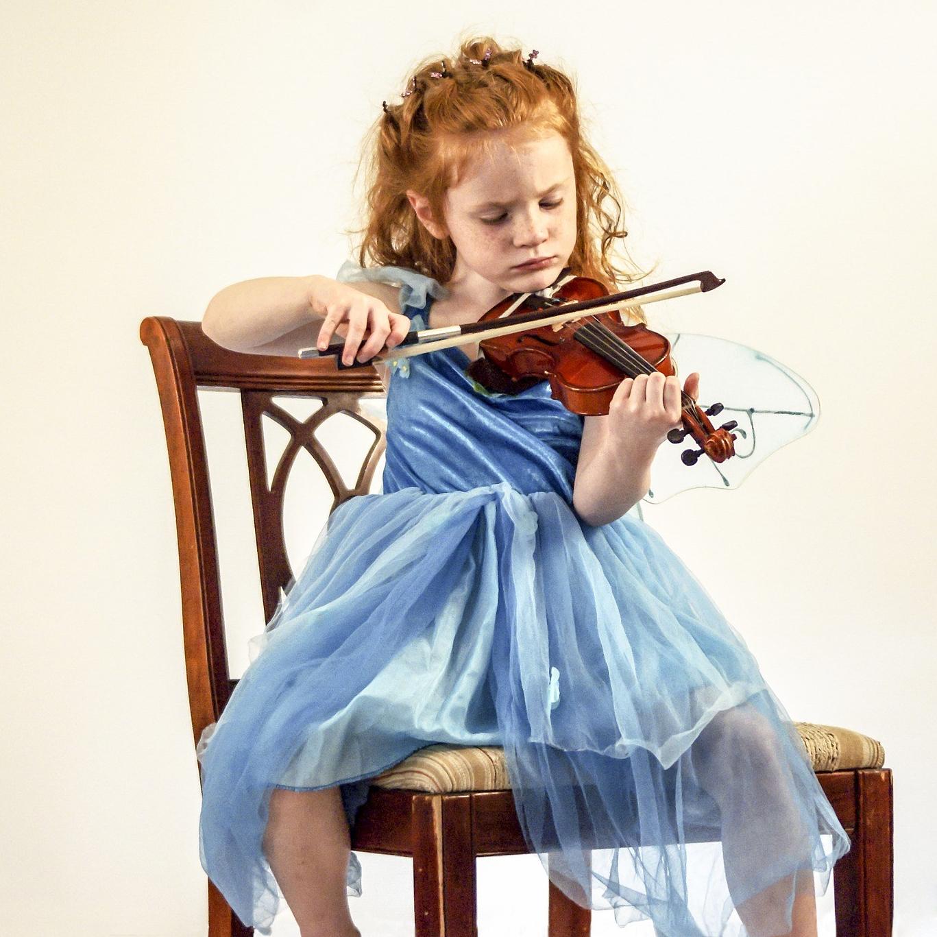 Escena de clases particulares de violín